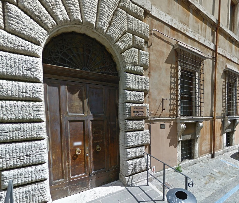 Perugia arriva lo scaffale low cost all 39 augusta e alla for Libri in vendita